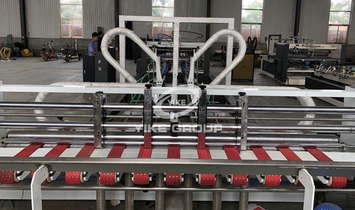 Автоматическая машина для склеивания папок
